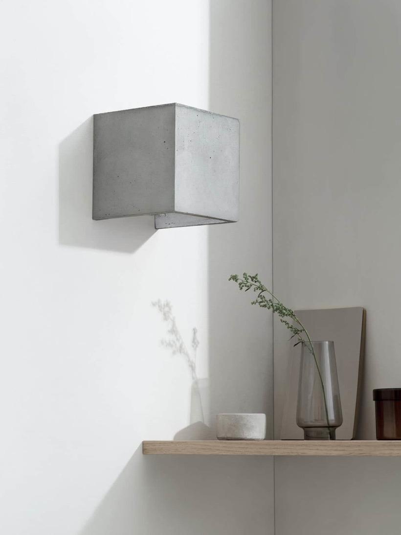 B3 Wandlampe Silber Beton kontext ausgeschaltet