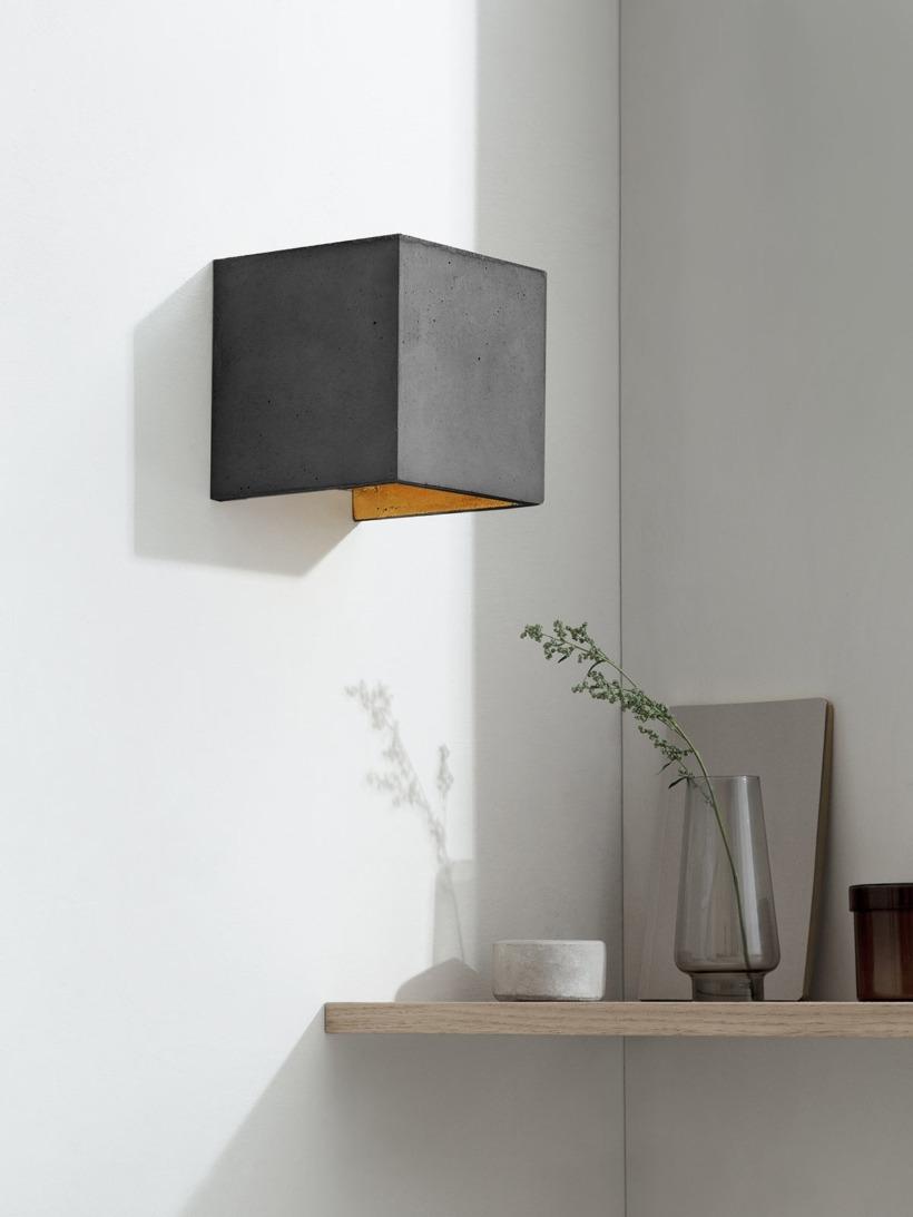 B3 Wandlampe dunkel Beton Gold kontext ausgeschaltet