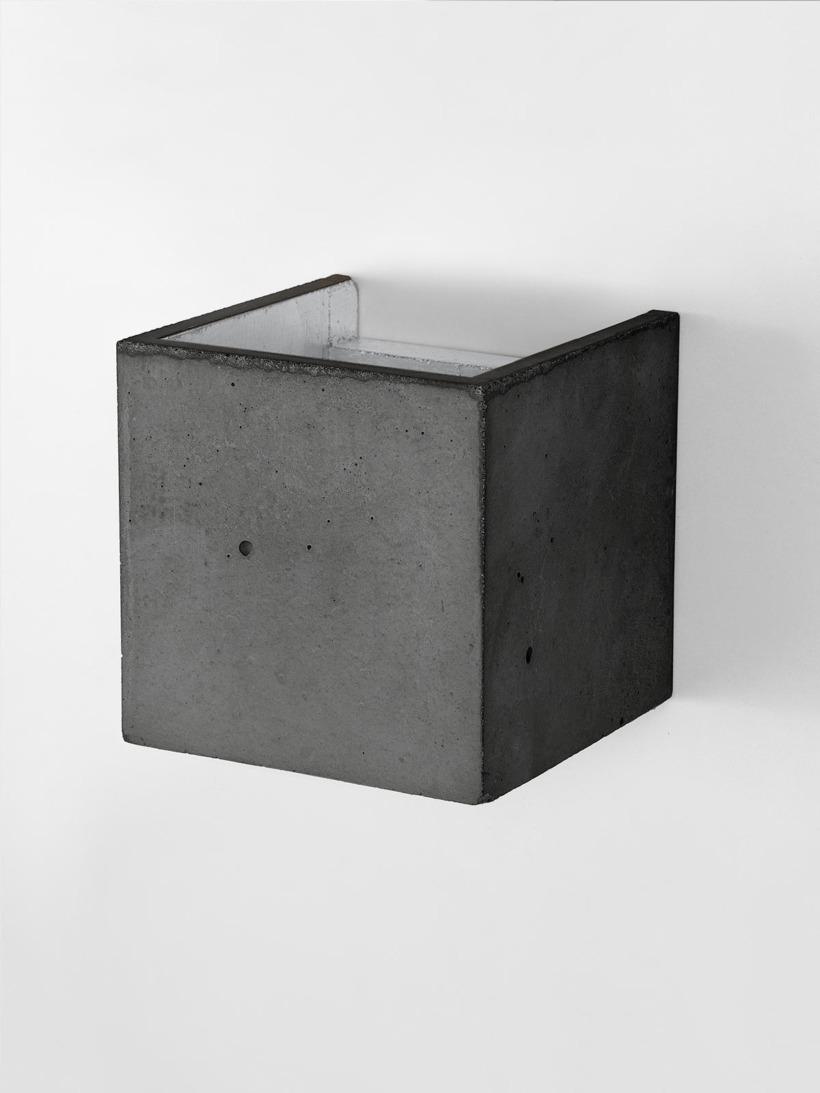 B3 Wandlampe dunkel Beton Silber kontext detail